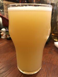 箕面ビール(桃ヴァイツェン(川中島白桃.ver))